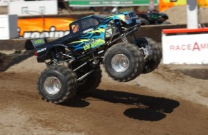 solid axle, monster truck, rc car action, radio control, rcca, photo 3, black, green