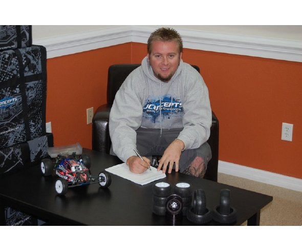 Ryan Maifield extends contract with JConcepts
