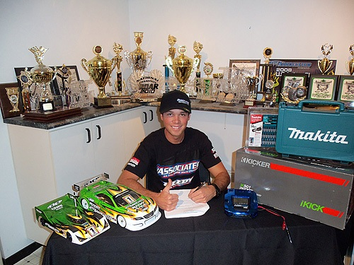 Keven Hébert Signs Contract Extension with Team Associated