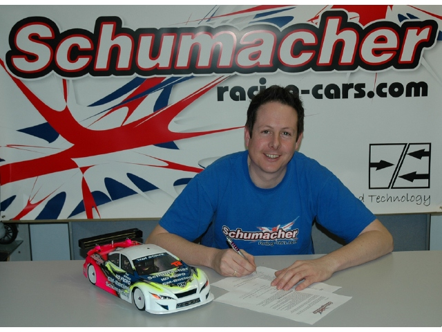 Schumacher Re-Signs British Touring Car Champion Chris Grainger