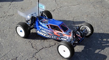 JConcepts Illuzion B4.1 8mm Extended Chassis Finnisher Body And 6.5″ Hi-Clearance Wing
