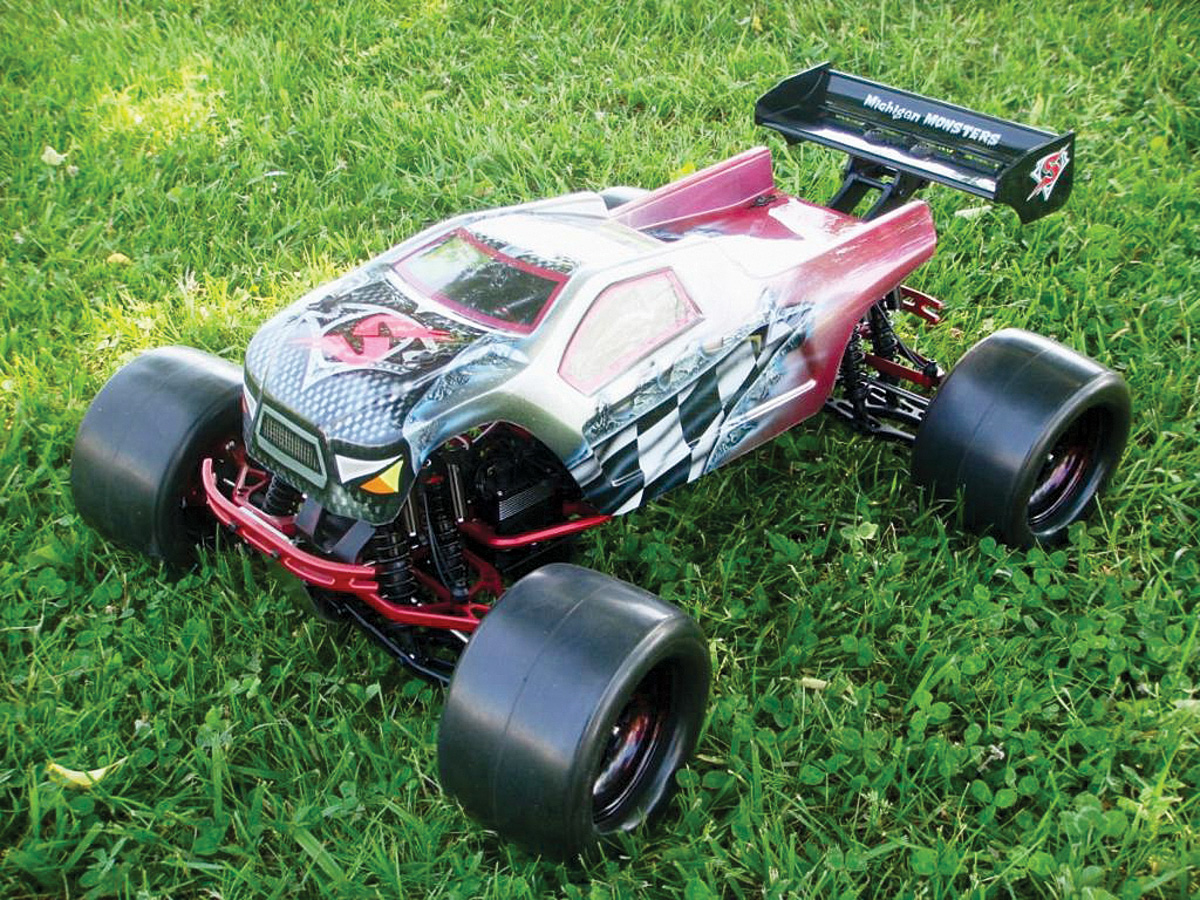 Readers' Rides: Traxxas E-Maxx [September 2012]
