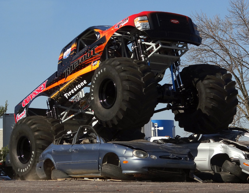 Bigfoot 20 – Monster Truck Goes Electric [VIDEO]