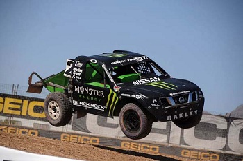 Axial Partners With Casey Currie Motorsports For 2013
