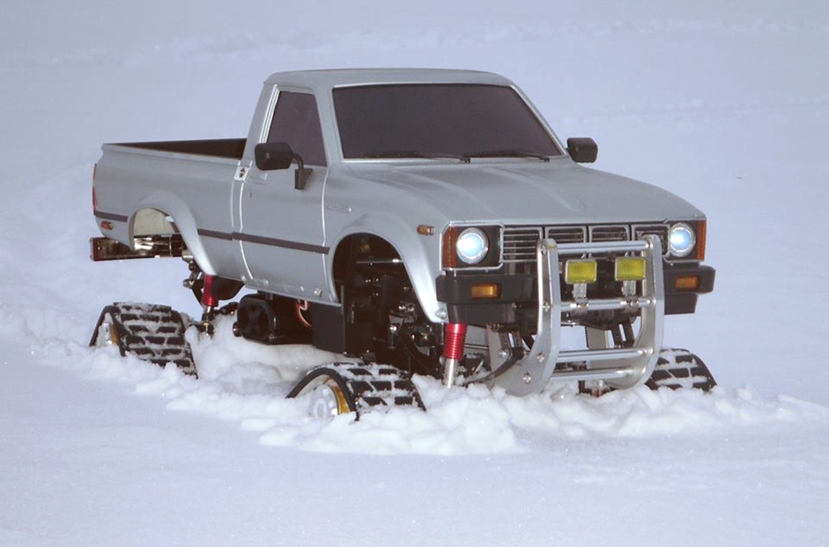Tamiya Toyota Hilux, RC4WD Predator  Snow Tracks, Traxxas XL-5 speed control, RC, snow, Savox, Reader's Ride