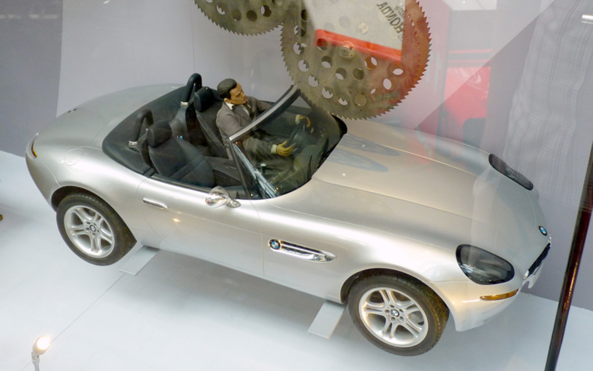 Fooled You James Bond S Bmw Z8 Was A 1 5 Scale Rc