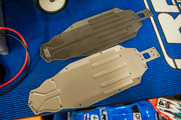 Stiky Liks chassis for the T5M (top) is made from 2.25mm 6061-T6 milled aluminum compared to the stock 2.5mm milled 7075-T6 aluminum (below).