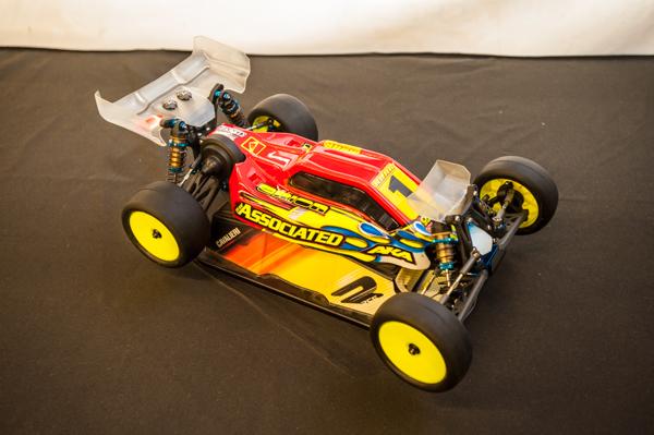 Although fairly stock, Cavalieri's Rc10B5M had a few interesting set-up tweaks.