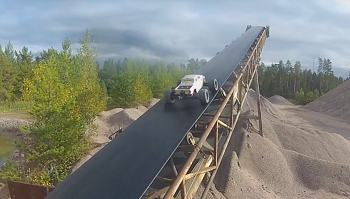 Incredible Stunts With An ARRMA Kraton 6S [VIDEO]