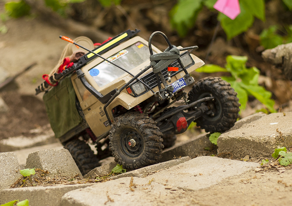 SCX10-based Croc Hunter Land Cruiser [Reader's Ride]