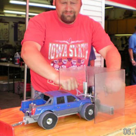 Kev's Bench: Watch This 1/16 Scale Nitro Truck Pull 825 Pounds [VIDEO]