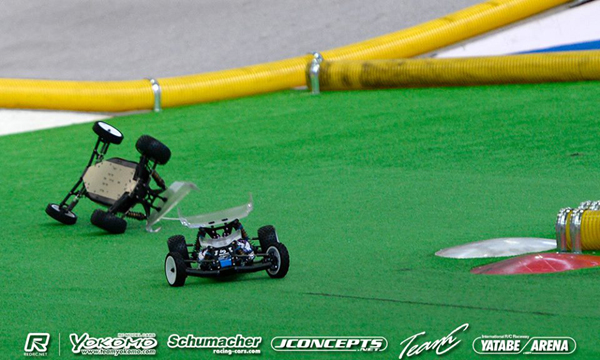 The crash that sent Tebo back and Rivkin up to the front, where he would stay to win the 2WD World Championship title.