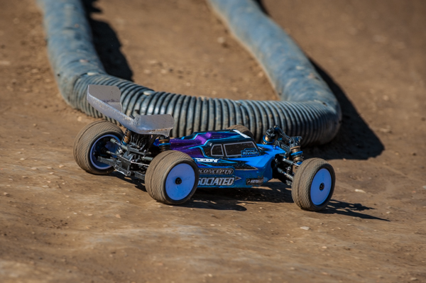 Current IFMAR 2WD World Champ Spencer Rivkin is already showing his winning experince and took the Open 4WD buggy by winning both a-mains in spite of starting second on the grid.