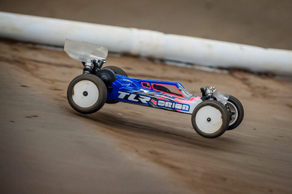 Defending champion Ryan Maifield is at the event with his new TLR 22 3.0 and is adapting quick to the tricky conditions.