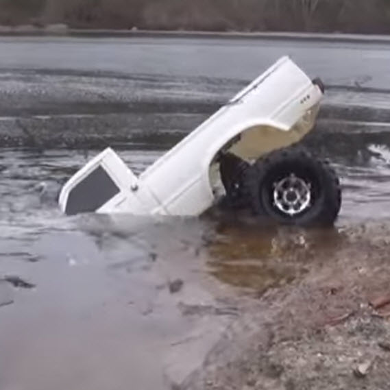 Watch This SCX10 Disappear Under The Ice [VIDEO]