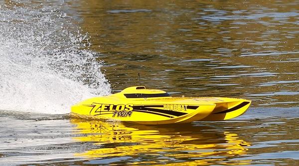 Pro Boat RTR Zelos 36 Twin Catamaran (8)