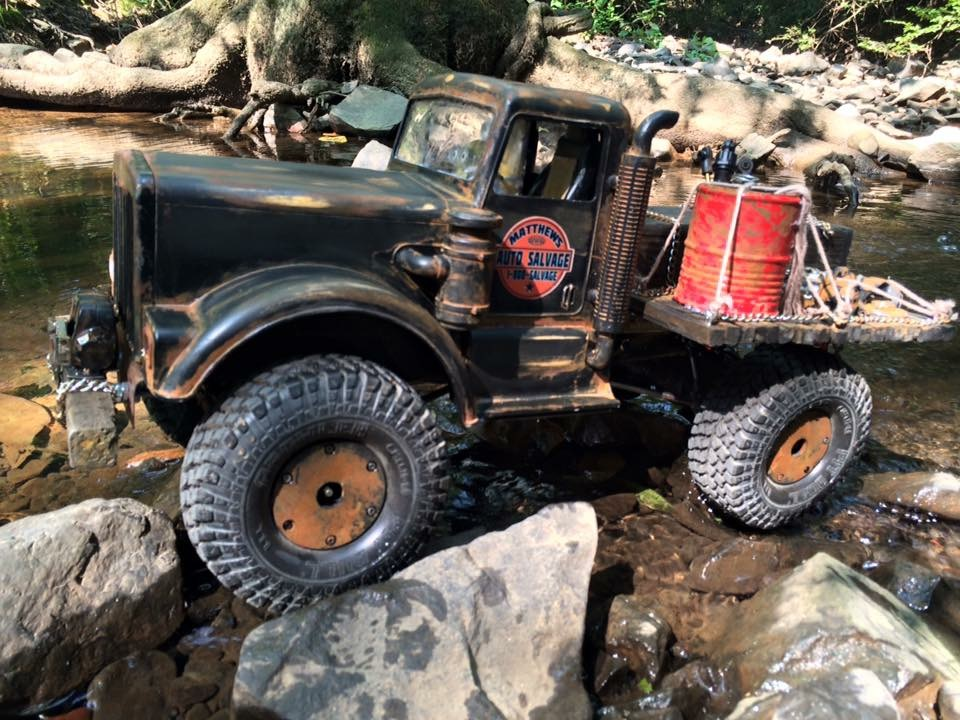Axial SCX10 Salvage Truck by Micheal Matthews [READERS RIDE]