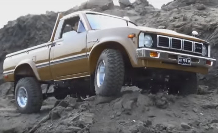 VIDEO: The Functional Scale Details On This HiLux Will Blow You Away AND DUDE WHAT IS UP WITH YOUR THUMBNAILS