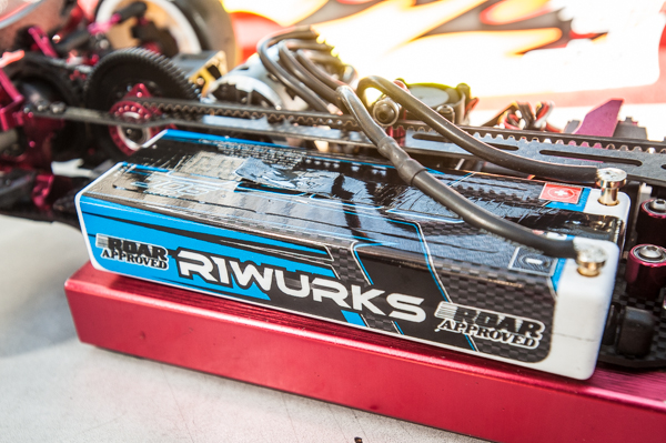 An R1 Wurks 5000 liPo pack delivers smooth and reliable power. Bullet connectors provides the connection and are positioned up front for better weight bias- it's all about the small details.