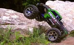 Traxxas Revo 3.3 Nitro Adventure [VIDEO]