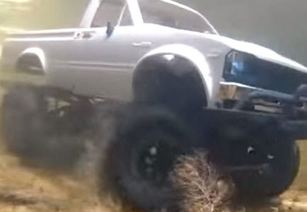 Officially Nuts: These SCX10s Are Driving Underwater [VIDEO]