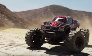 Traxxas X-Maxx Rocks The Desert [VIDEO]