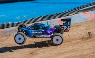 Track Begins to Deteriorate at the IFMAR 1/8 Nitro Off-Road Worlds