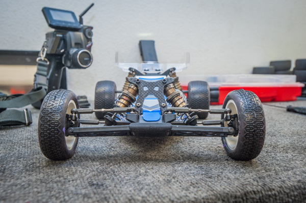 The buggy's dampers use flat 1.6mm x 2 hole all around with 32w oil in the front and 30w for the rear with Kyosho springs.