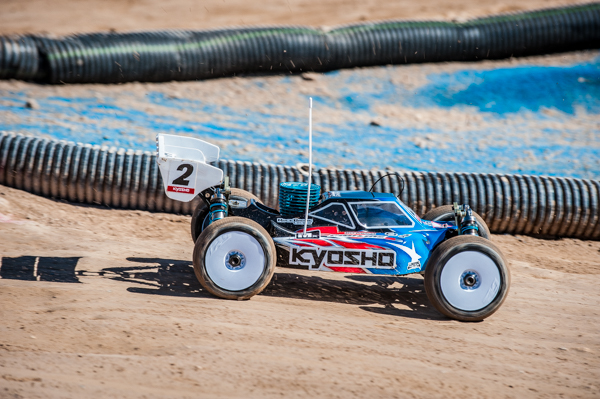Kyosho's Jared Tebo risking his round by maximizing every last drop of fuel on his way to TQ for the round.