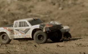 Axial RTR Yeti Jr. 1/18 SCORE Trophy Truck [VIDEO]