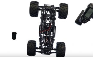 Axial SMT10 Rear Steering With The Futaba 4PV [VIDEO]