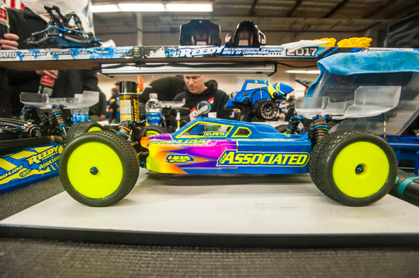 Dustin Evans recently switched to Team Associated after a long stint with TLR, but he still incorporates his signature livery.