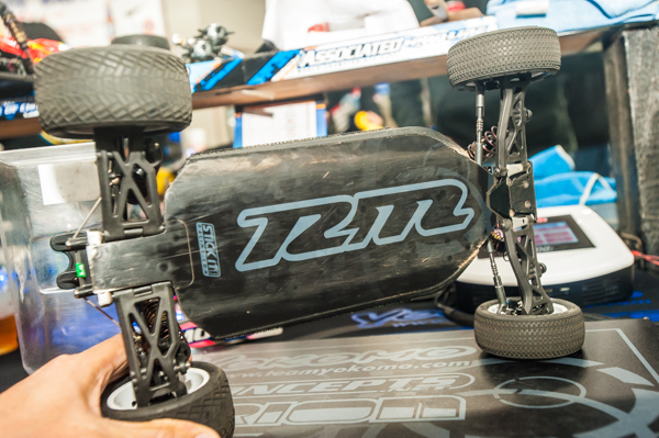 Like other team drivers, Ryan is using a 4.6mm shorter chassis than the standard buggy and helps it rotate better.