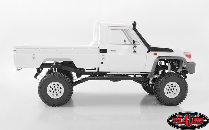 RC4WD TF2 LWB With Land Cruiser LC70 Body (1)