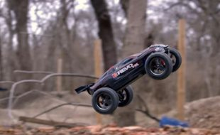 Traxxas E-Revo 1/16 VXL  Big Air Backflips   [VIDEO]