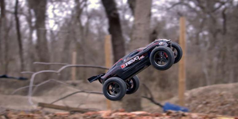 Traxxas E-Revo 1_16 VXL Big Air Backflips