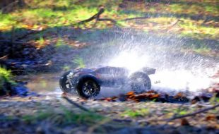 Traxxas E-Revo Brushless Edition Big Splash [VIDEO]
