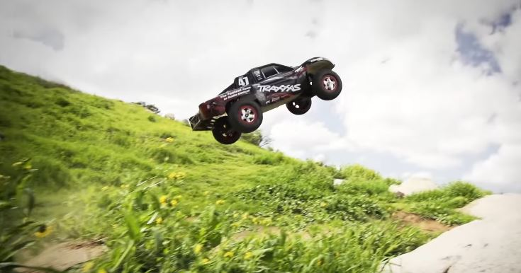 Traxxas Slash 4x4 Dirt Jumping