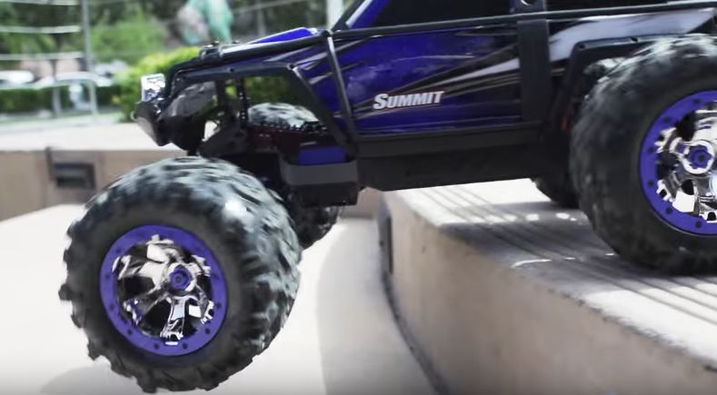 Escaping The City With The Traxxas Summit