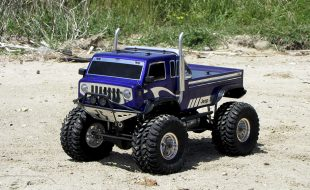 Axial SCX10 Jeep FC Monster Truck [READER'S RIDE]