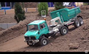 Watch These Incredible Scale Construction Vehicles Do Real Work [VIDEOS]