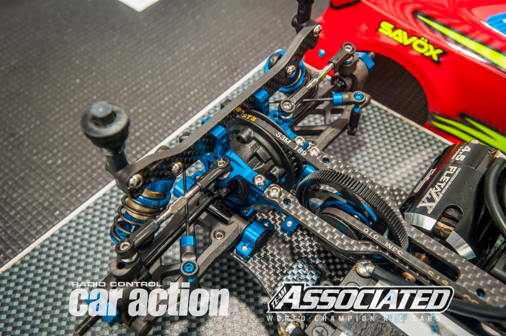 The rear end includes a gear diff with 10k Team Associated silicone oil.