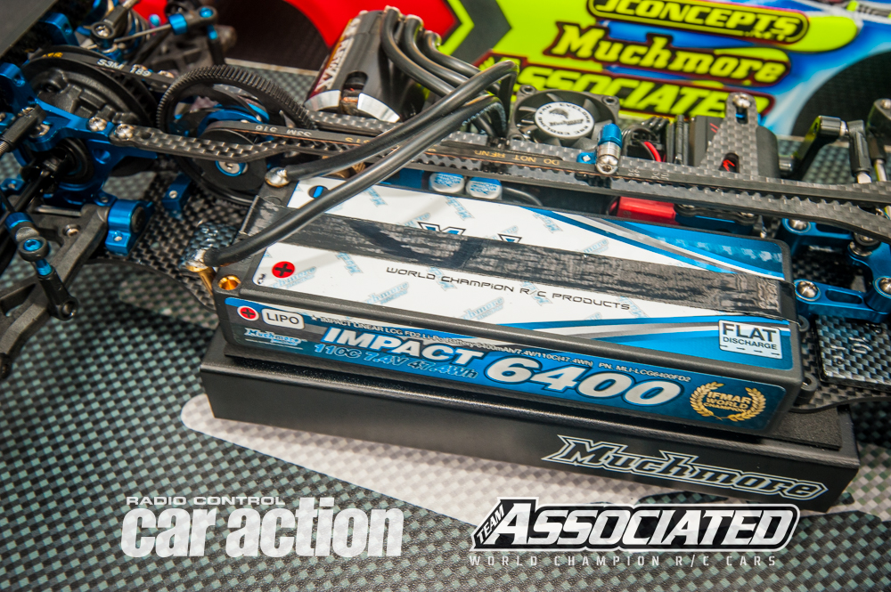 Cavalieri recently changed his electronics sponsor to Much More and this means he uses their Impact 6400 2S LiPo battery that is held in using black strapping tape.