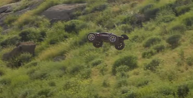 Traxxas E-Revo Massive Dirt Jumps