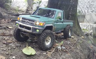 Axial SCX10 Trick Toyota from the Land of the Rising Sun [READER'S RIDE]