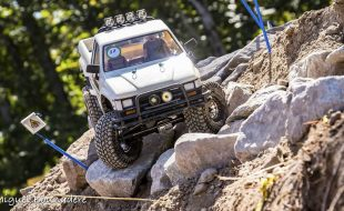 Axial SCX10 Retro-Beauty Canuck Crawler [READER'S RIDE]