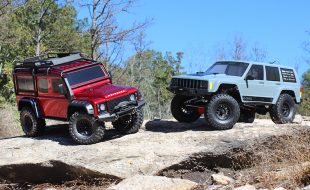 Axial SCX10 II vs. Traxxas TRX-4 [HEAD TO HEAD]