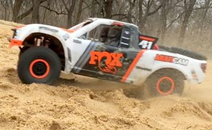 Traxxas Unlimited Desert Racer IN ACTION [VIDEO]