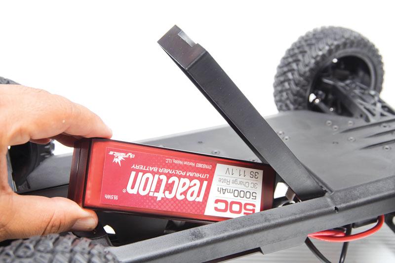 RC Review: Losi/Horizon Hobby Tenacity SCT - bottom feed battery