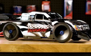 100 MPH Traxxas Slash 4×4 [VIDEO]
